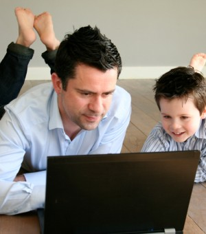 dad-working-with-son