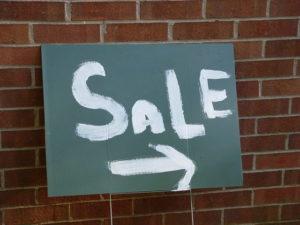 yard-sale-4-1220536-640x480